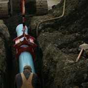 Kenco Pipe Lift Placing Pipe in Tight Trench