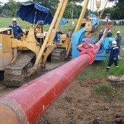 PL2250 Pipe Lift on the job in Columbia