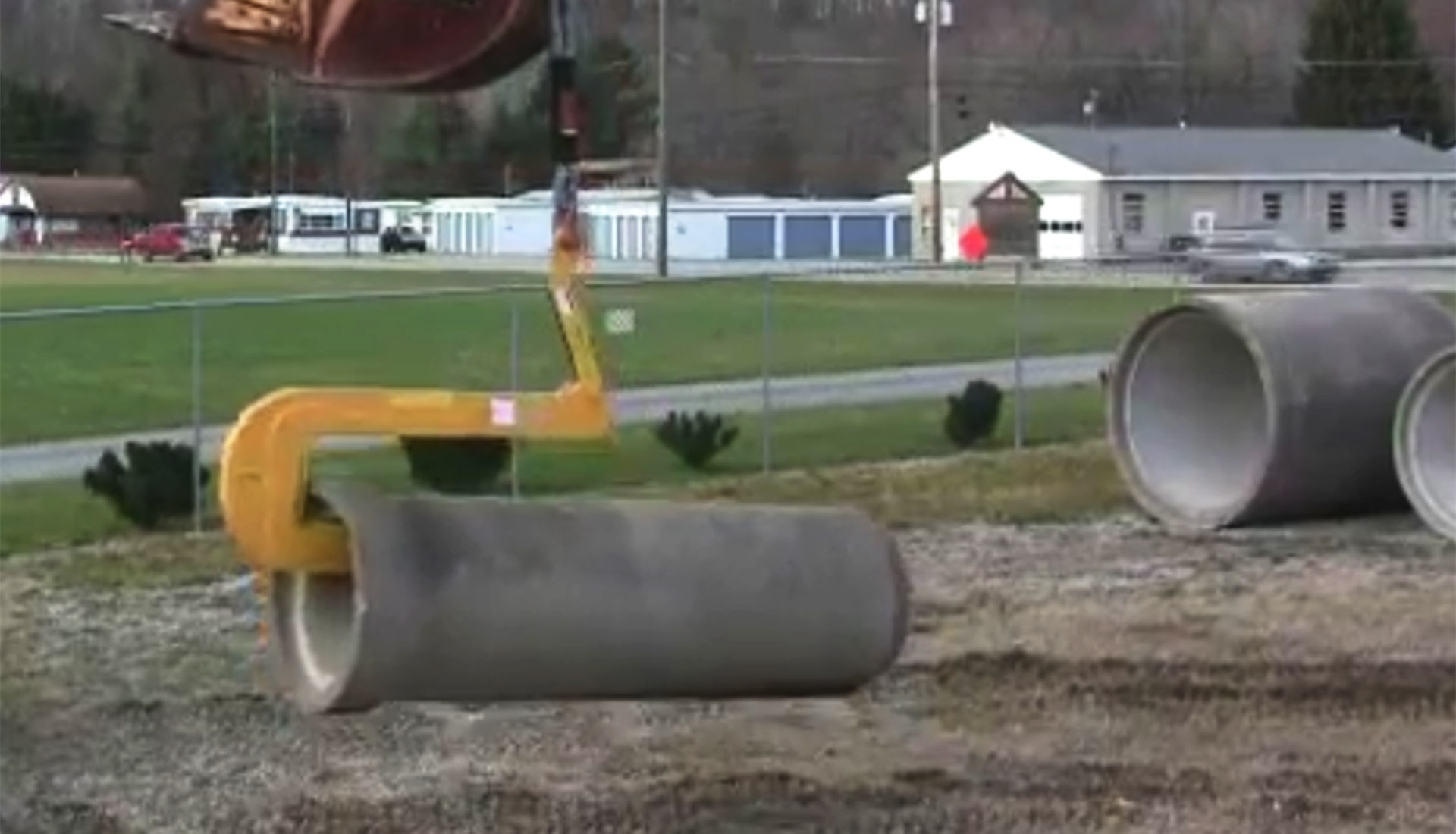 Self Leveling Pipe Hook in Yard Demonstration